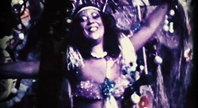 Beth Carvalho em cena de 'Carnaval'