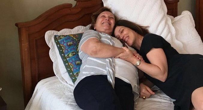 Em seu aniversário, Beth Goulart lembrou da mãe, que morreu de covid-19