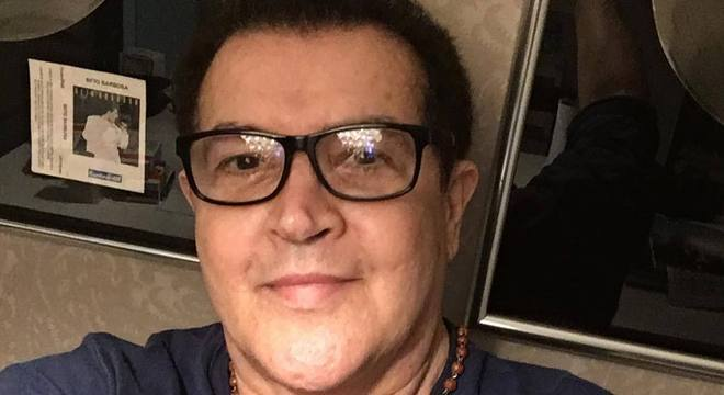 Beto Barbosa está reagindo bem ao tratamento, diz assessoria do cantor