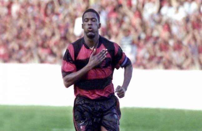 Beto - O meia conquistou a torcida do Flamengo com sua garra demonstrada dentro de campo. Seu último trabalho foi no Imbituba, em 2009. Após se aposentar, chegou a se tornar dono de um buffet de festa infantil e sócio de uma distribuidora de carvão. Hoje tem 46 anos.