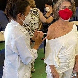 Atriz de 79 anos foi vacinada