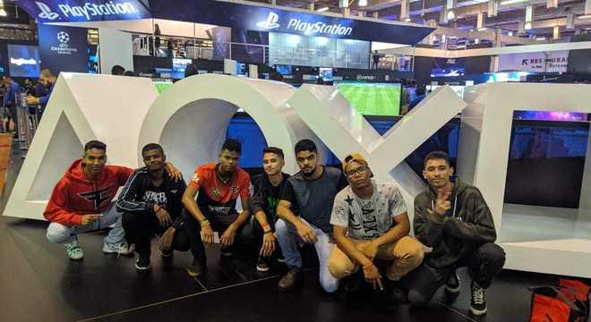 Amigos de Itaquaquecetuba curtem a programação da Brasil Game Show