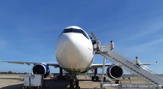 Avião desembarcou nesta segunda-feira (1º) no Aeroporto de Confins