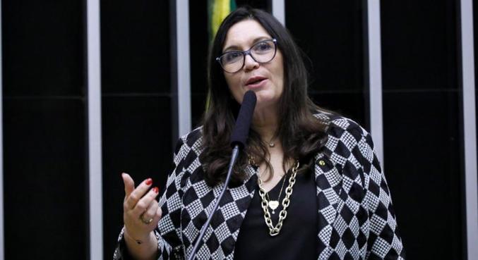 A deputada Bia Kicis (PSL-DF) vai comandar a CCJ