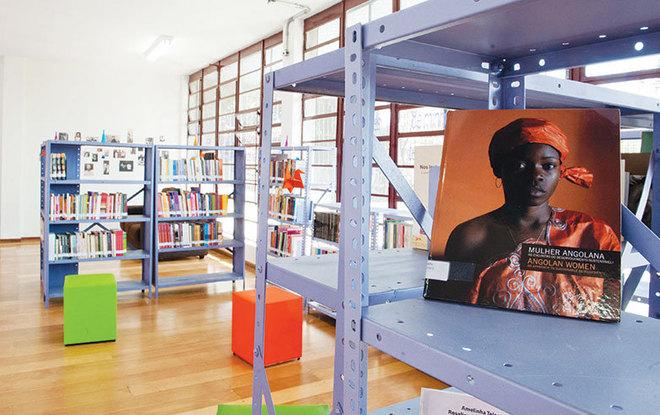 Biblioteca Cora CoralinaFica em Guaianases e foi inaugurada como uma biblioteca infantil nos anos 1960, mas hoje atende a todos os públicos. Oferece espaço de leitura e estudo, acervo com mais de 30 mil publicações e internet gratuita com acesso livre a todos os visitantes. Tem acessibilidade para pessoas com deficiência, com banheiros e elevador adaptados.Horário de funcionamento: segunda a sexta, 9h às 18h; sábado, 10h às 17h. Endereço: R. Otelo Augusto Ribeiro, 113, Guaianases. Mais informações: site BCC