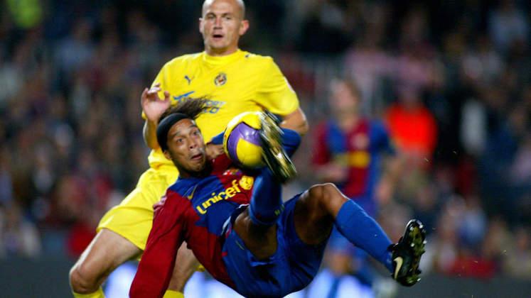 Bicicleta contra o Villarreal - Um dos gols mais bonitos do jogador pelo Barcelona foi contra o Villarreal, em 2006/2007. Após cruzamento da direita, o camisa 10 dominou no peito e fez um lindo gol de bicicleta.