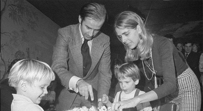 Biden perdu sua primeira mulher, Neilia, e a filha Naomi ainda muito jovem