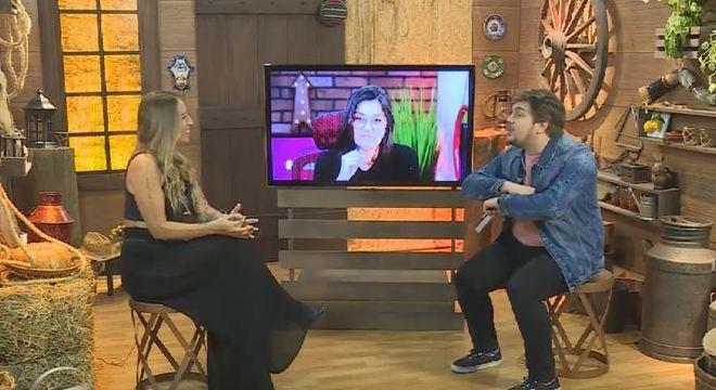 Ex-peoa Bifão conversa com apresentador da live Lucas Salles