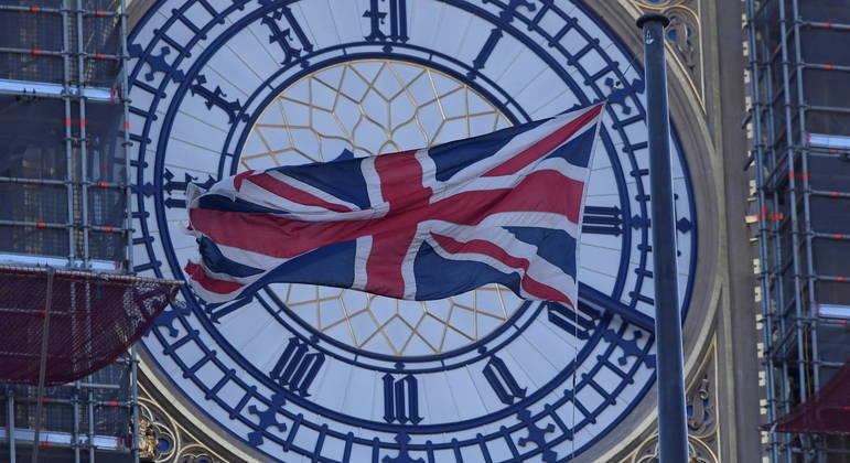 Reino Unido retirou 48 países da lista de medidas de viagem mais rígidas contra a Covid-19
