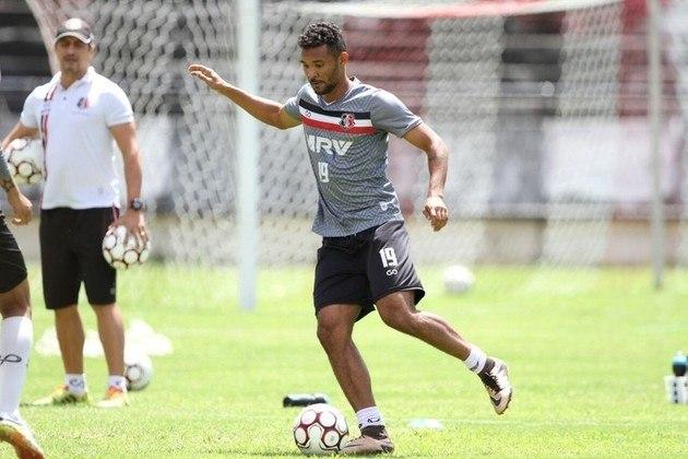 BILEU - O volante, com passagem pelo Atlético-GO, Santa Cruz, Fortaleza, entre outros, atualmente defende as cores do Santa Cruz.