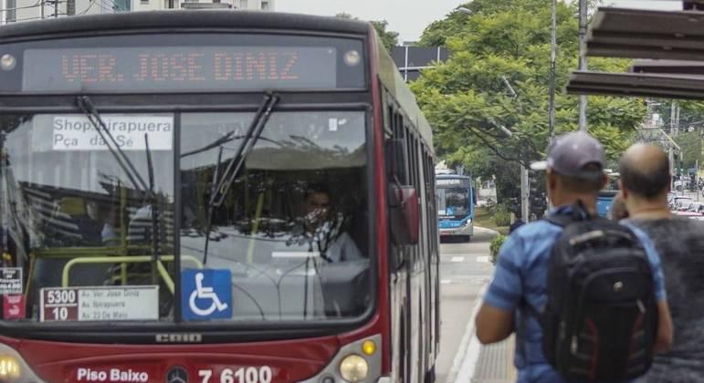 Entidades entram na Justiça contra fim da gratuidade para idosos no transporte público