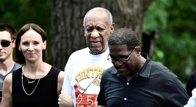 Após dois anos, Bill Cosby deixou a prisão nesta quarta-feira (30)