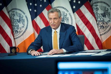 Prefeito de NY relaciona surto de violência com  coronavírus