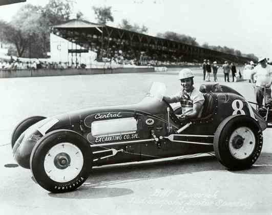 Bill Vukovich foi um dos grandes nomes da Indy 500 nos anos 50. Venceu em 1953 e 1954