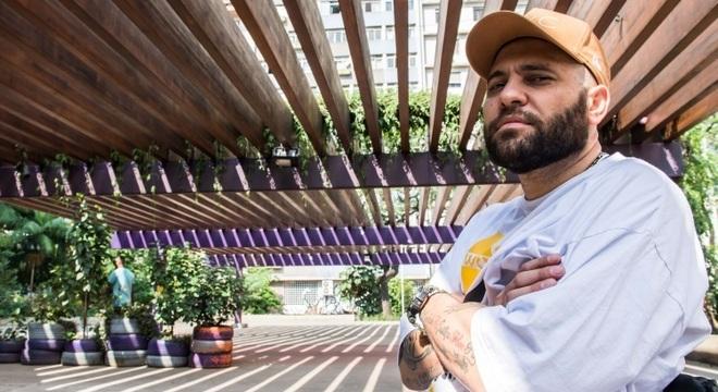 Billy Saga se apresenta em festivais de arte inclusiva pelo mundo