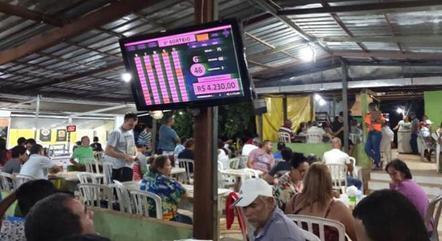 Na imagem, bingo em Itapoã, região carente do DF