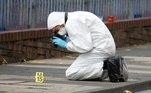 Um homem morreu, outro homem e uma mulher sofreram ferimentos graves e cinco com ferimentos, mas sem risco de vida, ainda informa a reportagem britânica
