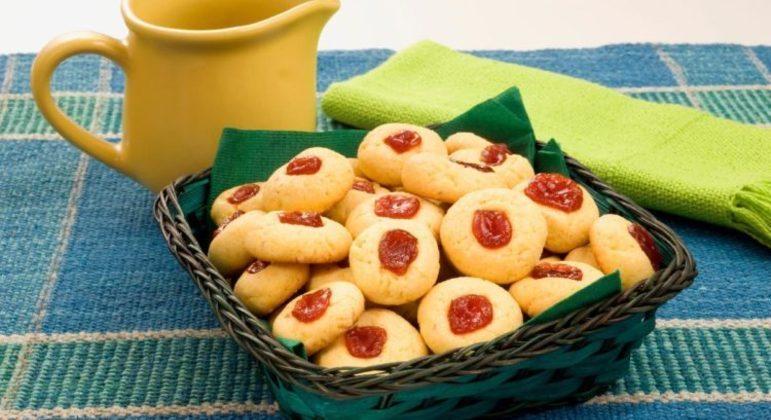 Biscoitinho de milho com goiabada