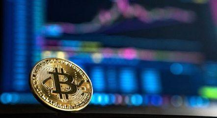 Golpes e pirâmides financeiras envolvendo bitcoins e criptomoedas estão cada vez mais comuns