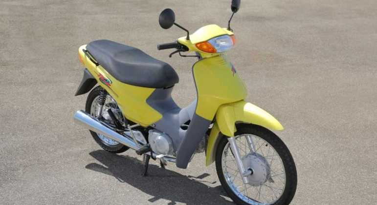 """A Honda Biz estreou as rodas 17"""" na dianteira e 14"""" na traseira"""