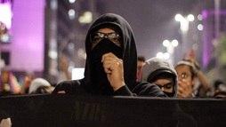 Doria regulamenta lei que proíbe uso de máscaras em protestos ()