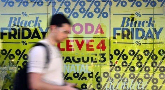 Black Friday: consumidor deve ficar atento ao preço dos produtos e do frete