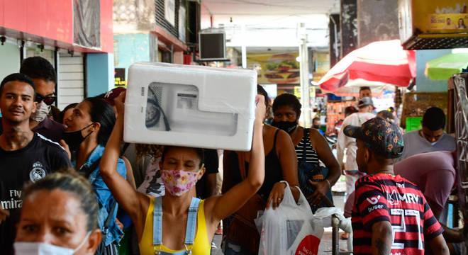 Aglomeração e filas marcam o início da Black Friday no comércio da cidade do Recife, em Pernambuco, na manhã desta sexta-feira