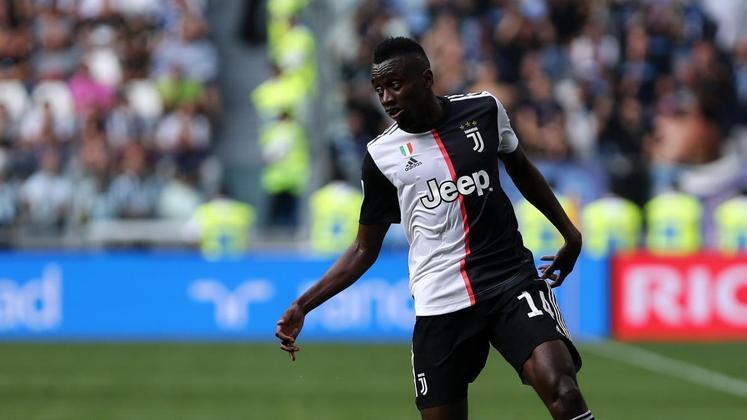 Blaise Matuidi, da Juventus, contraiu a doença e se recuperou em casa.
