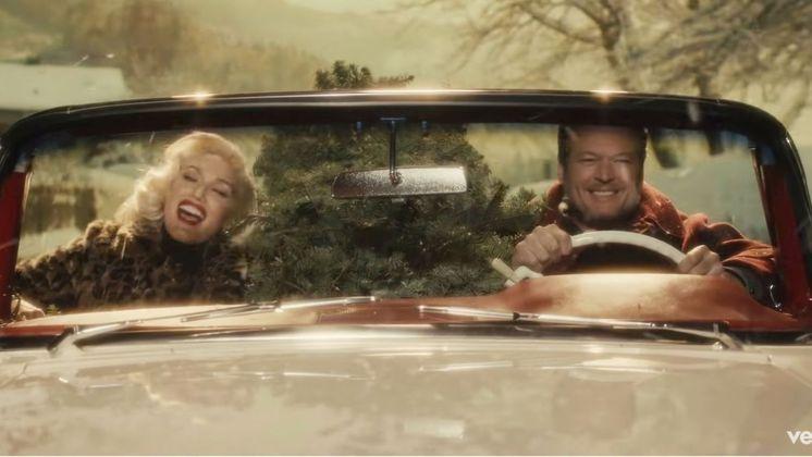 Juntos desde 2015, os noivos Black Shelton e Gwen Stefani gravaram o clipe natalino da música You Make It Feels Like Christmas, reeditada em 2018