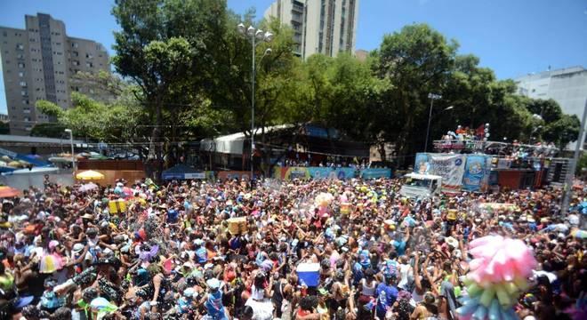 Bloco Algodão Doce puxou multidão em Campo Grande, bairro de Salvador