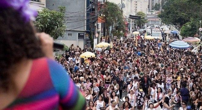 O bloco Siga Bem Caminhoneira agita os foliões em São Paulo