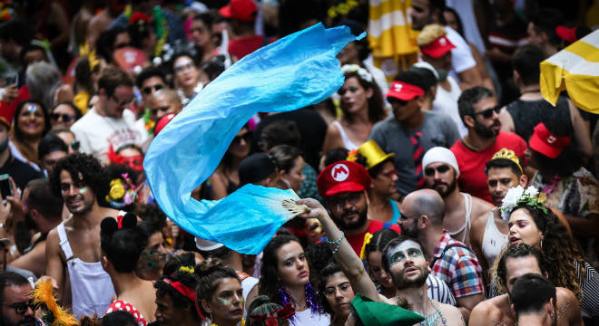 Carnaval em SP tem show sertanejo e 'Nova' Parada Gay