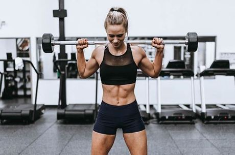 Blogueira fitness rebateu críticas ao seu corpo