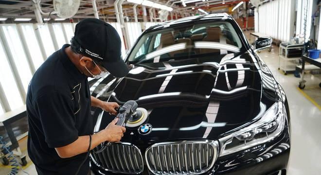 Ajustes finais da fábrica da BMW na Alemanha: empresas importadoras querem imposto menor