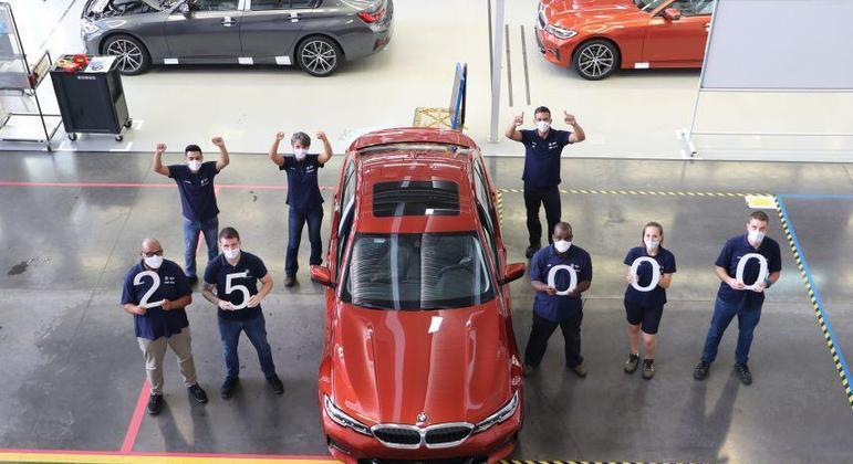 A BMW celebra a marca de 25 mil unidades do Série 3 fabricadas na planta de Araquari/SC