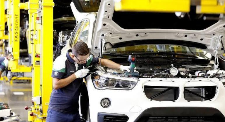 Entre as tecnologias do sedã estão soluções como o Digital Key, que foi desenvolvido com o apoio da equipe de engenharia BMW Grupo Brasil
