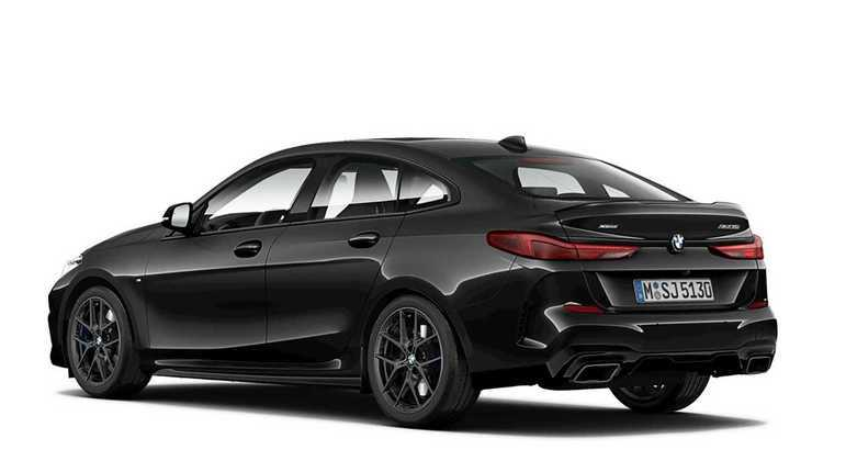 Já o BMW 745Le MSport é híbrido e equipado com motor seis cilindros em linha turbo e outro propulsor elétrico
