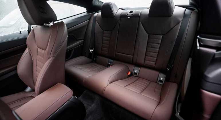 De série o carro vem equipado com Driving Assistant Professional, entre outros