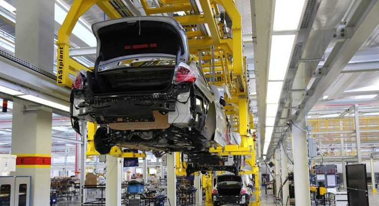 Em 2020, os veículos importados tiveram 27.421 unidades vendidas ante 34.646 veículos comercializados em 2019, o que representou uma queda de 20,7% deste segmento no país