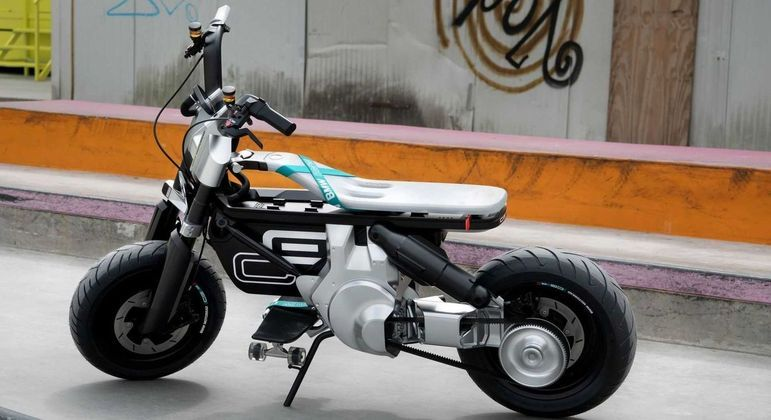 Moto tem 730mm de altura de assento, o que permite a pilotagem por pessoas mais baixas