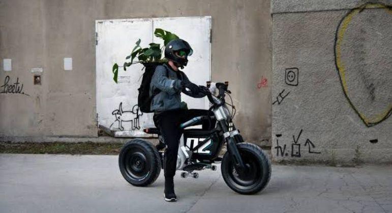Moto tem velocidades máxima de 90km/h
