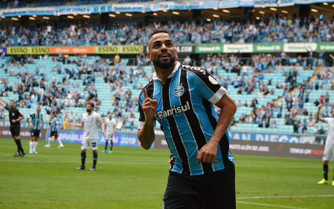 Maicon (35 anos) - Volante do Grêmio