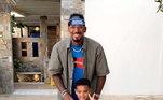 Boateng é todo estiloso e correntes e colares fazem parte dos looks do dia-a-dia do zagueiro. Nessa foto, ele está ao lado do filho, também todo estiloso