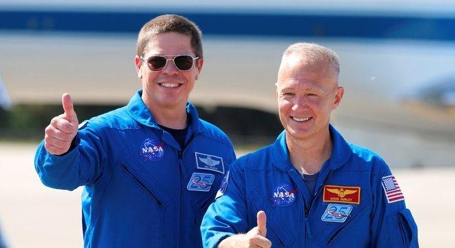 Bob Behnken e Doug Hurley na Flórida em 20 de maio, quando lançamento precisou ser adiado por conta do mau tempo