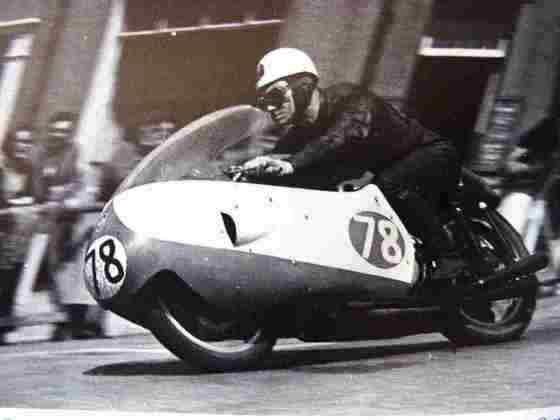 Bob McIntyre venceu o GP mais longo da história, realizado na Ilha de Man