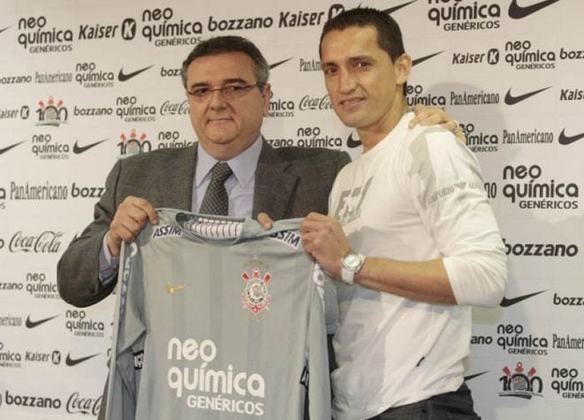 Bobadilla - O paraguaio Bobadilla foi um verdadeiro fracasso no Corinthians. Foi contratado em 2010 e não entrou uma vez sequer em campo com a camisa alvinegra.