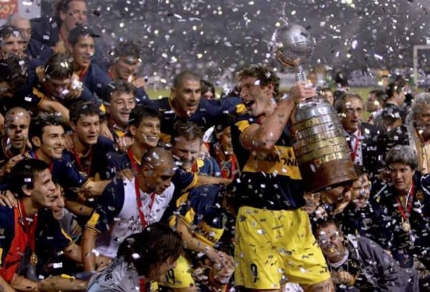 Boca Juniors x Grêmio - Final Copa Libertadores 2006 - Com Riquelme, Palacio e Palermo, o Boca Juniors foi impiedoso e venceu o Grêmio por 3 a 0 e 2 a 0, levando o título em 2006.