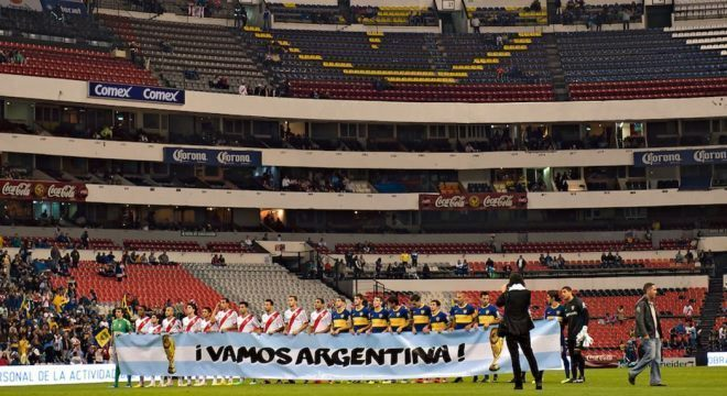 Boca e River se enfrentaram no estádio Azteca, na Cidade do México, em 2014