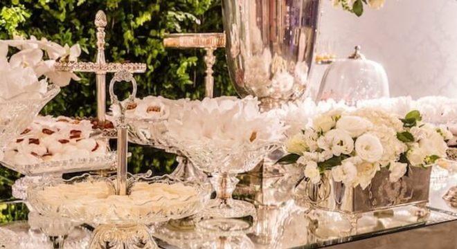 Bodas de prata mesa com diversos doces