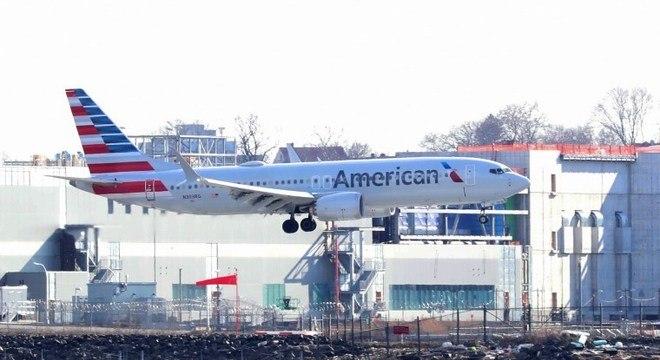 Boeing 737 Max-8 da American Airlines voa antes da proibição, em março